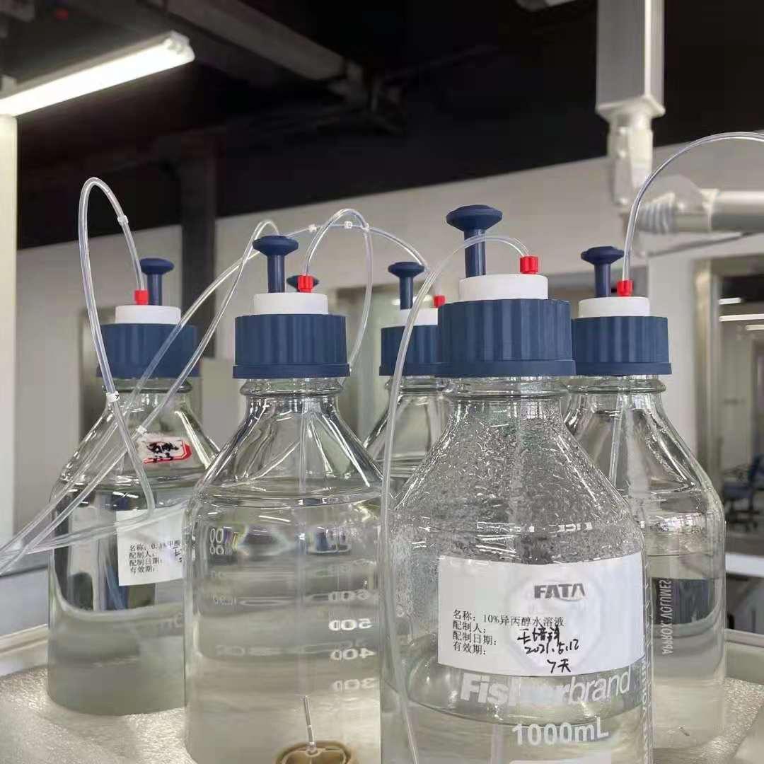 大型化学实验室安全瓶盖安装现场